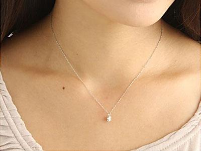 0.5ctのダイヤモンドネックレスはプレゼントに最適