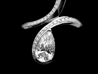 脇石としてのメレダイヤ