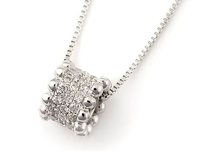 パヴェセッティングのメレダイヤ