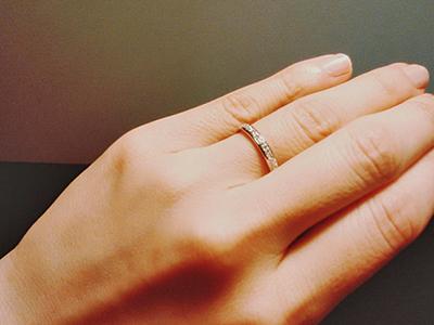 薄橙色・肌色の肌に似合うダイヤモンドリング