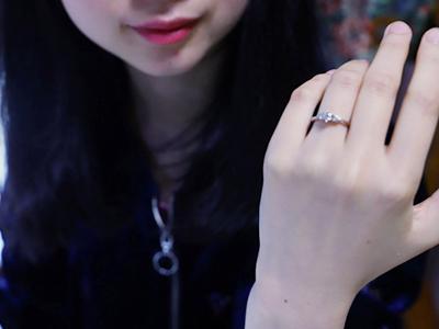 色白・青白い肌に似合うダイヤモンドリング