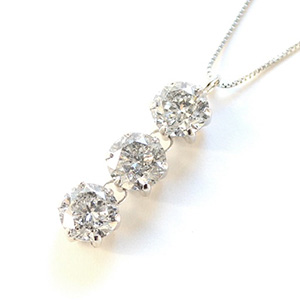30代中盤以降のダイヤモンドネックレス