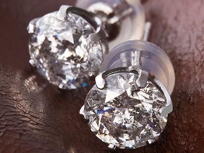 デザイン・顔型・年代別 ダイヤモンドピアスの選び方