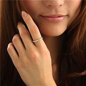 小麦色・地黒の肌に似合うダイヤモンドリング